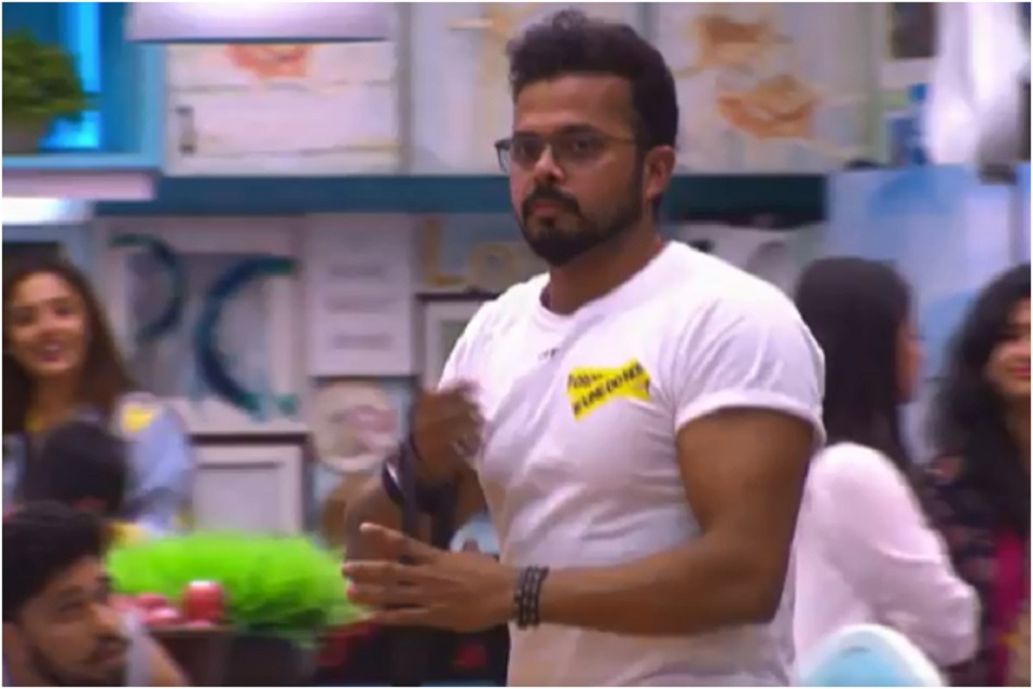 sreesanth is using mobile in bigg boss house you may shock