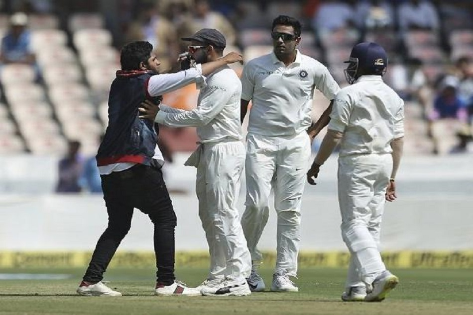 a fan comes on ground and hug virat kohli during match indvswi hyderabad