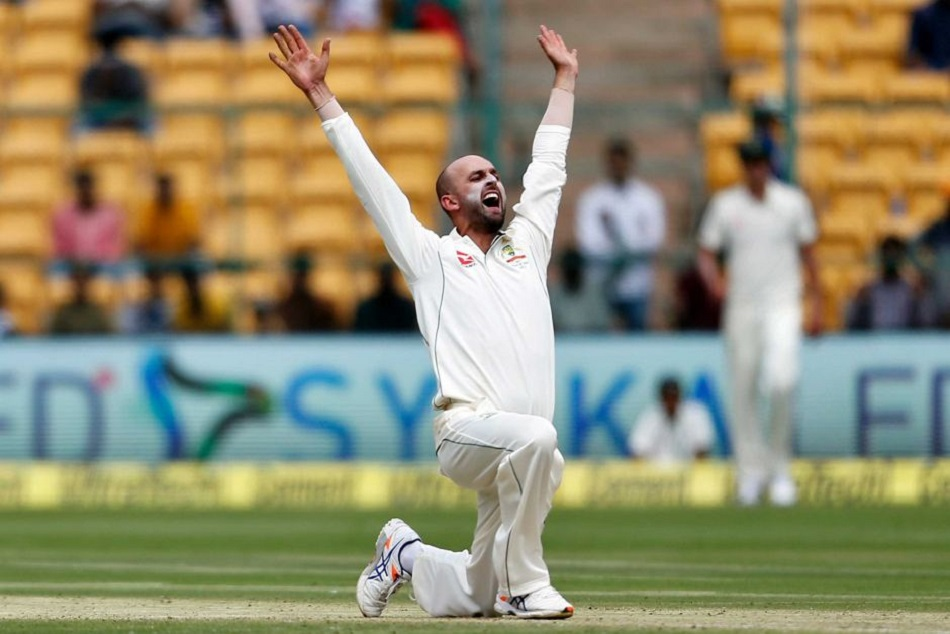 australian nathan lyon takes 4 wickets in just 6 balls against pakistan