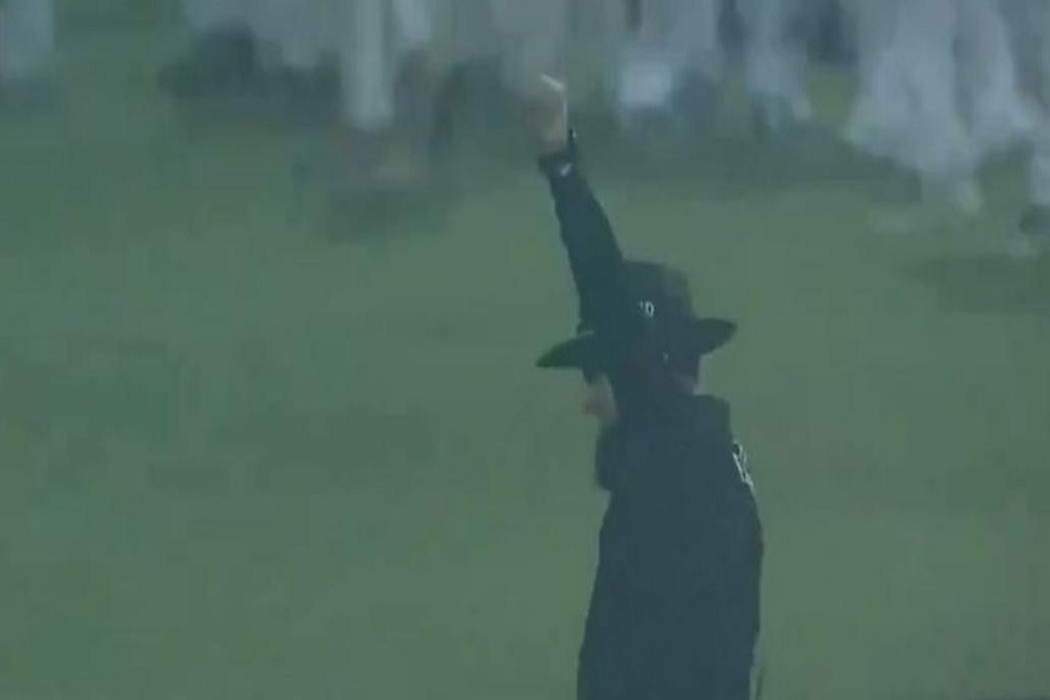 Watch True Gentleman Cricket Aleem Dar Wins Hearts With His Decision
