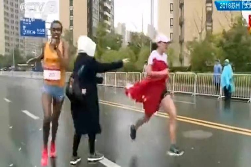 Chinease Marathon Runner Is Distracted The Flag A Fan Lost The Race