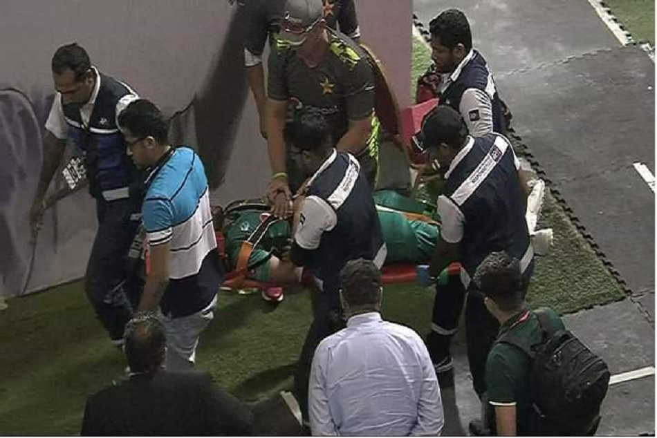 Massive Injury Scare For Pakistan Batsman Imam ul haq being hit by bouncer