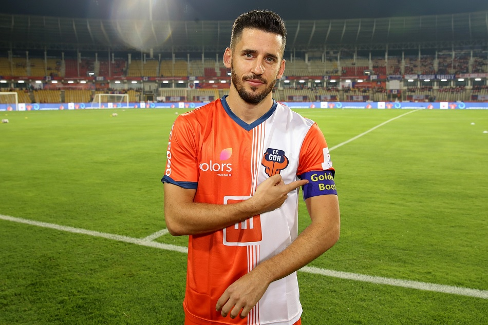 Isl 2018 Wearing Golden Boot Coro Sets The Pace Again