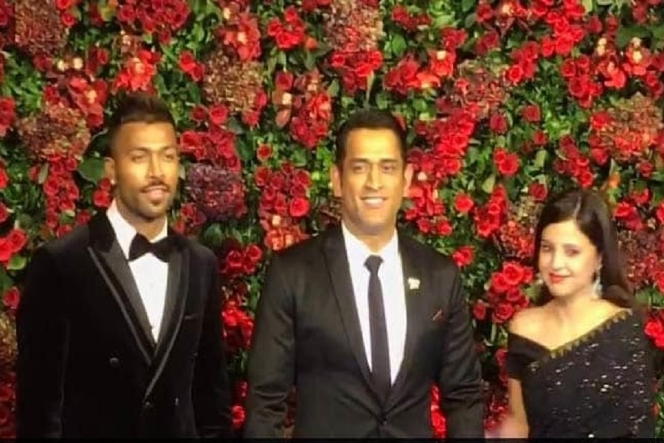 MS Dhoni, Hardik Pandya share a light moment at Ranveer-Deepika wedding reception