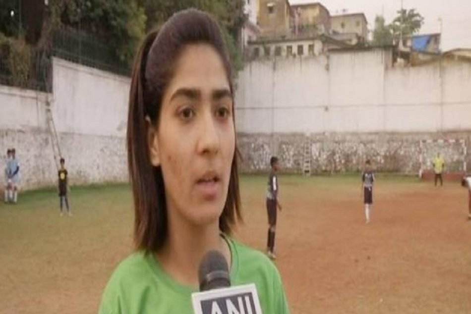 nadia nighat becomes first women football coach from kashmir
