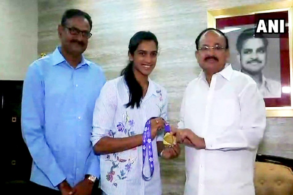 Pv Sindhu Meet Vice President Venkaiah Naidu After Bwf World Tour Finals