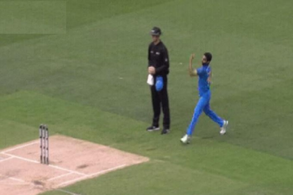 INDvsAUS: Dhoni and Bhuwneshwar Trapped Aron Finch