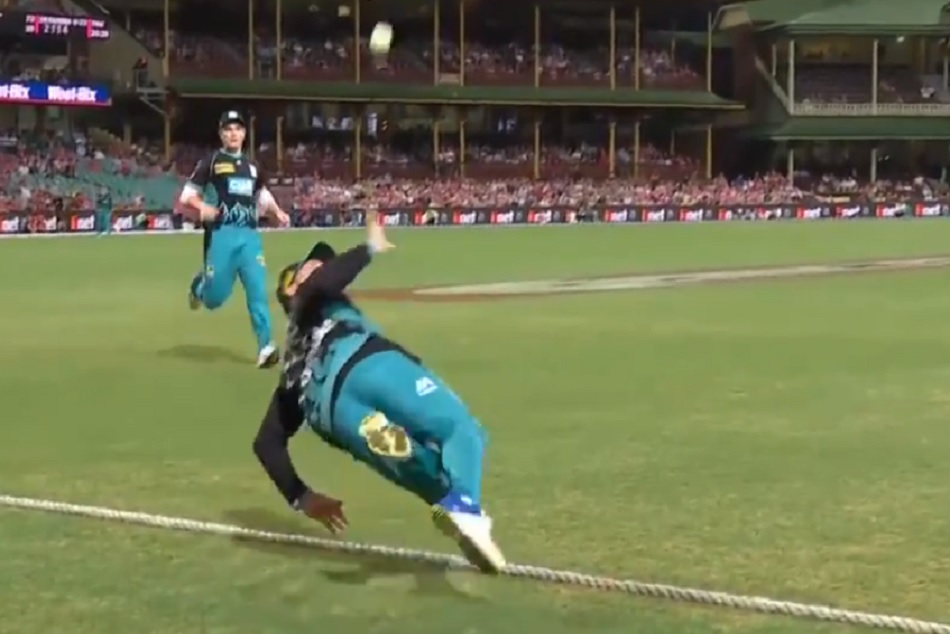 Brendon McCullums Incredible Boundary Save in big bash league, watch video
