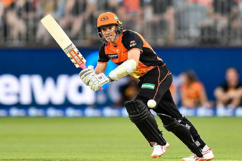 Batsman controversially dismissed on seventh ball of the over in Big Bash League
