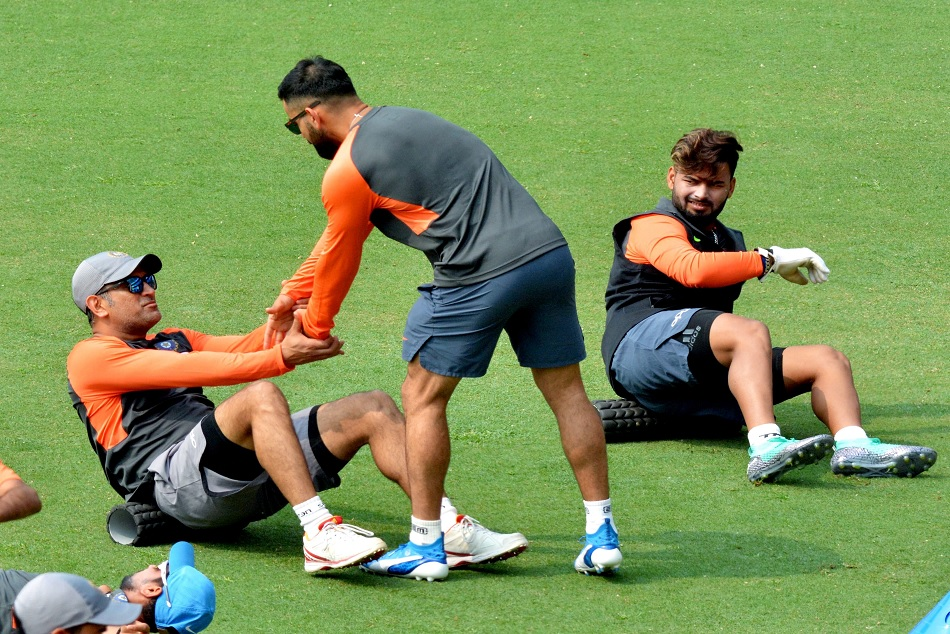 Mandra singh dhoni is affected again with the chronic hamstring muscle illness in 3rd ODi agaisnt new zealand