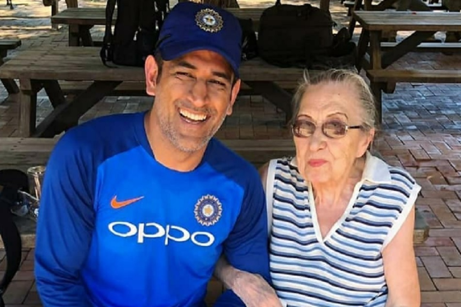 Photos and videos of Mahendra singh dhoni and his 87 year old female fans gone viral