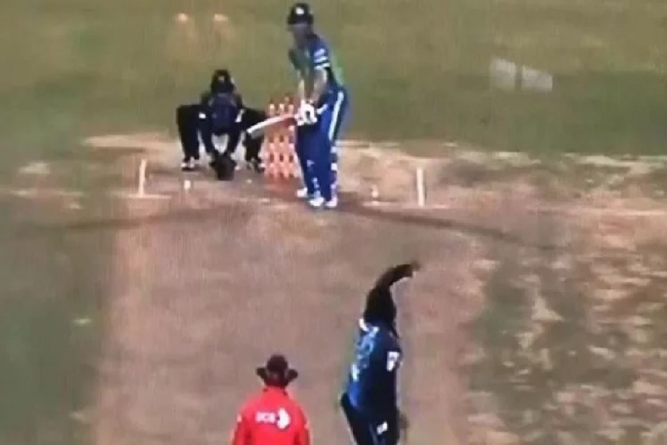 David Warner turns Right-handed swats Chris Gayle