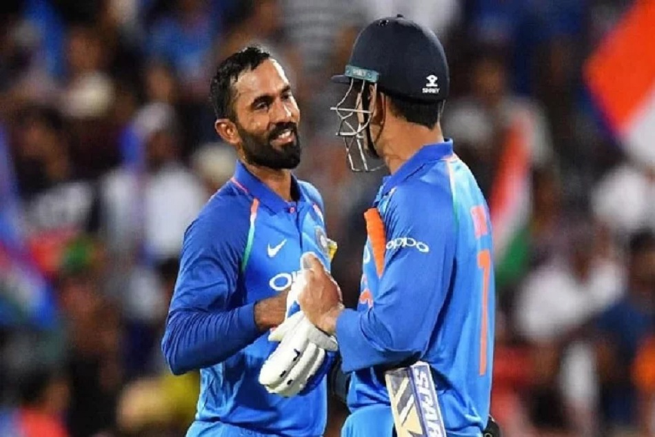 INDvsAUS: When Dinesh Kartik told MS Dhoni about completion of 50
