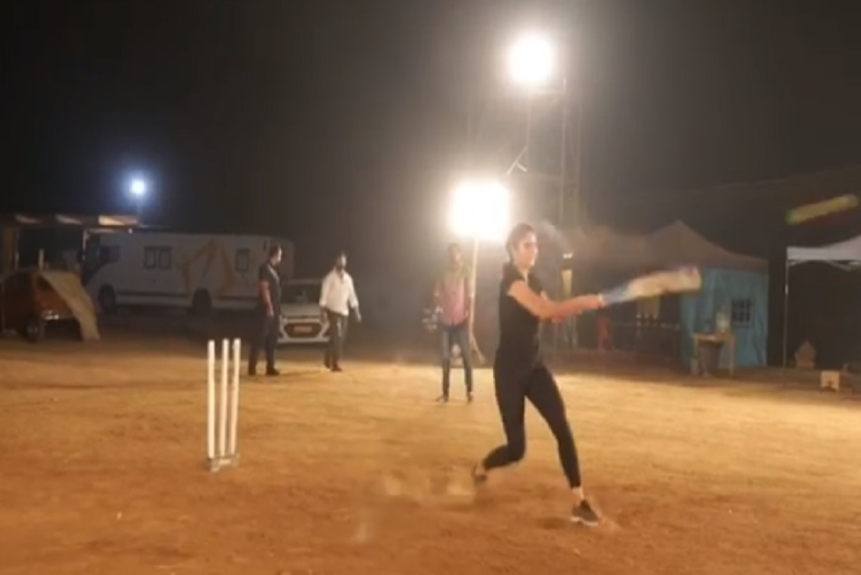 Katrina Kaif Plays Cricket On Bharat Movie Sets Gives Special Message Anushka Sharma Virat Kohli