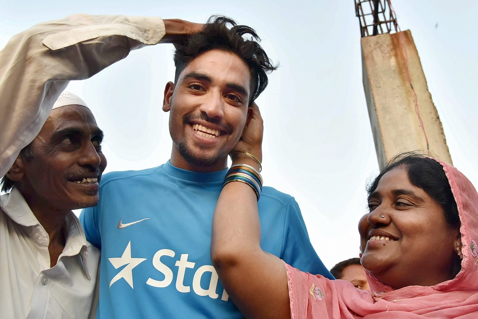 Mohammed Siraj took advice form the formal indian pace bowler ashish nehra
