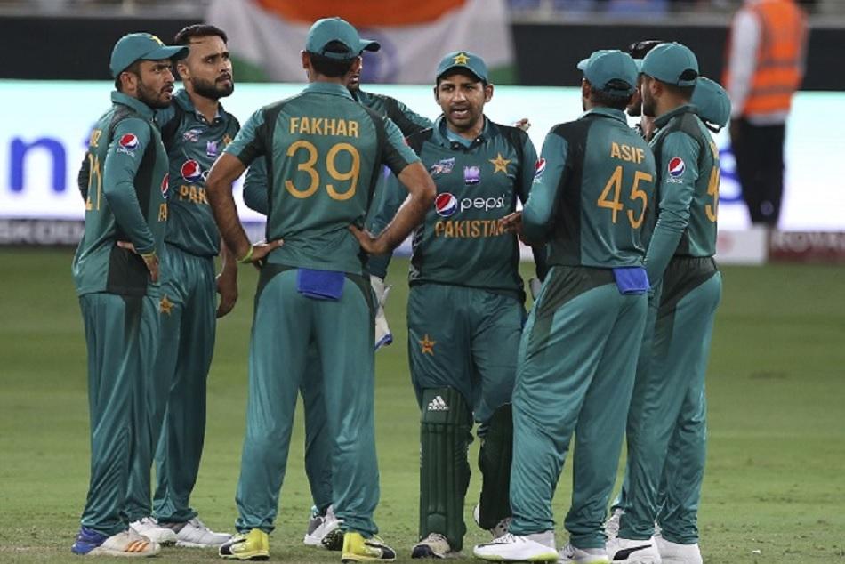 South Africa vs Pakistan: Pakistani Cricketer caught abusing on Stump-mic