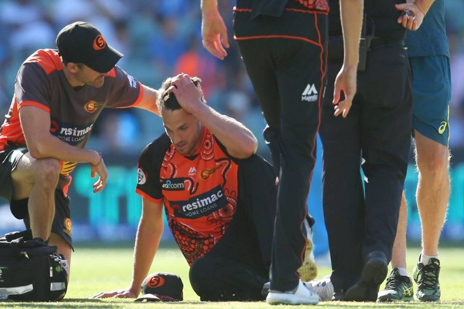 Big Bash League: Australian bowler Nathan Coulter-Nile suffers severe vertigo attack