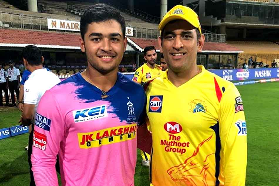 MS Dhoni with Riyan Parag