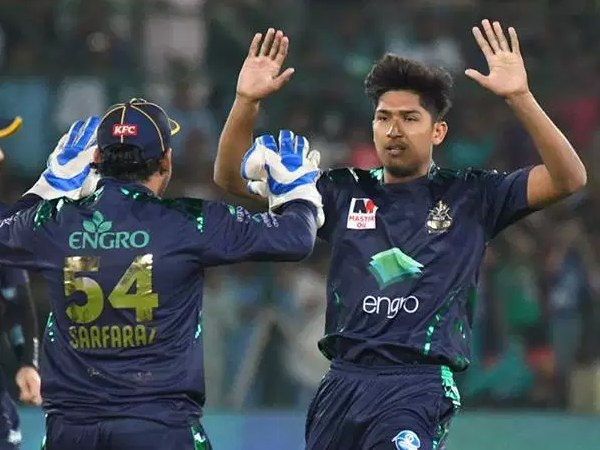 हैदराबाद से निकले पहले गेंदबाज