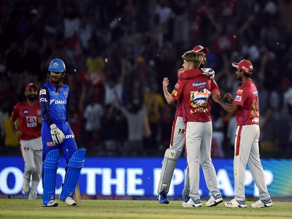 केवल 11 रन देकर चार विकेट लिए-