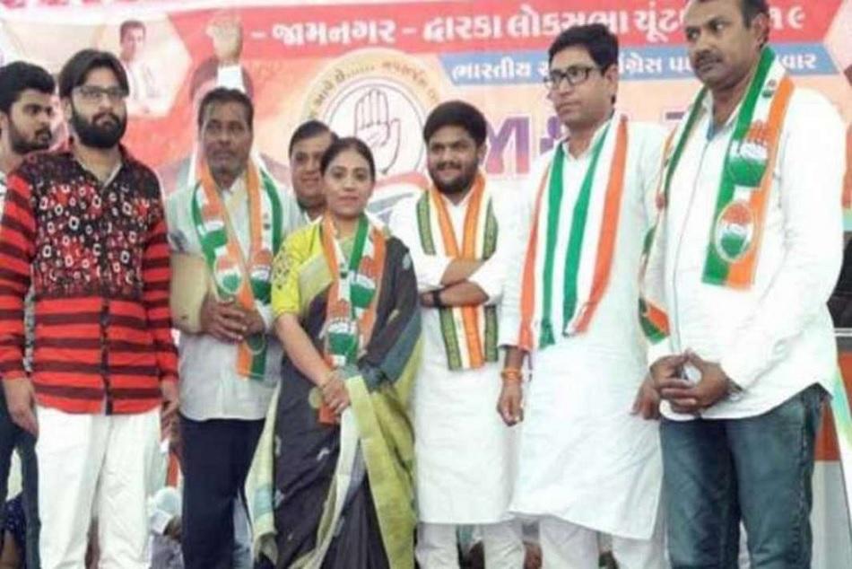 Indian Cricketer Ravindra Jadeja S Father Sister Join Congress