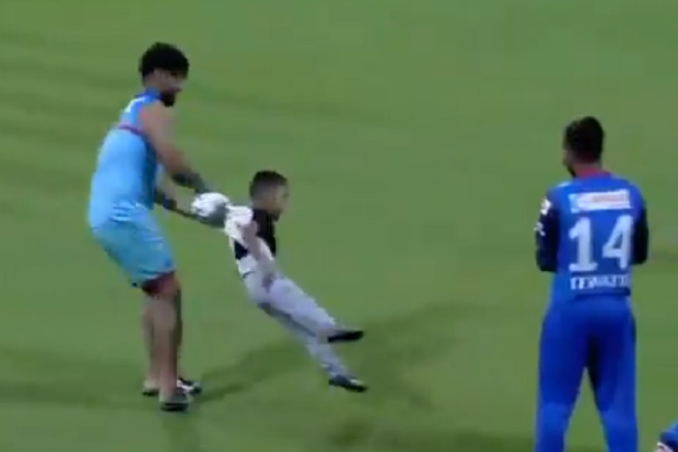 IPL 2019: Rishab Pants Babysitting Video of Shikhar Dhawans Goes Viral, WATCH