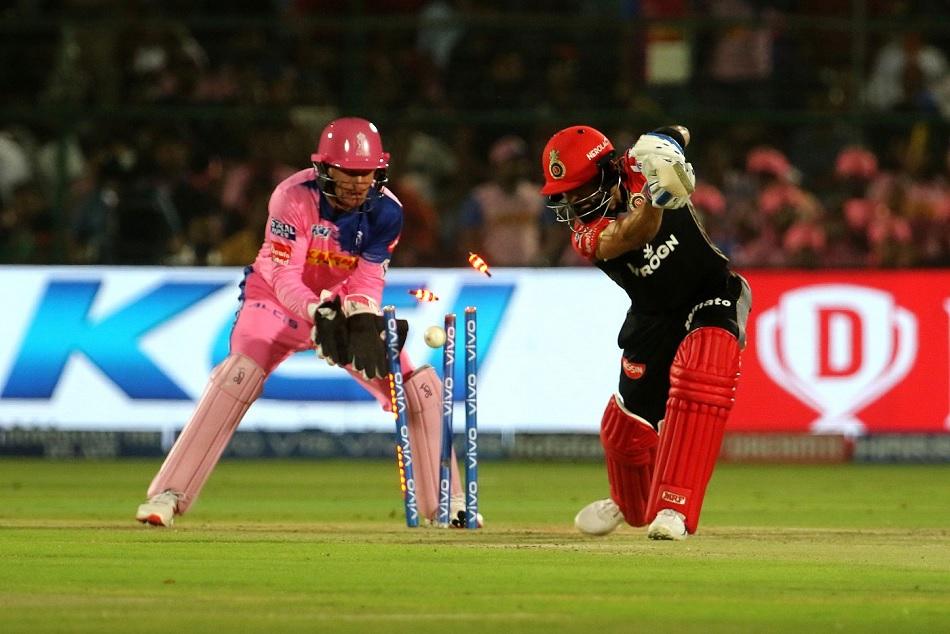 IPL 2019: Shreyas Gopal Bowled out Virat kohli leaves him suprised, Video