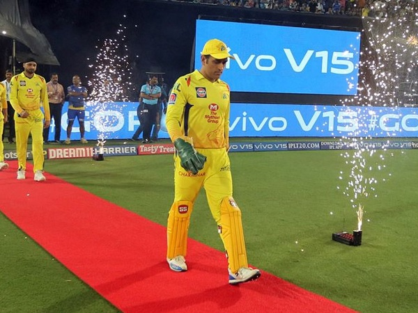 रनर-अप टीम के कप्तान महेंद्र सिंह धोनी