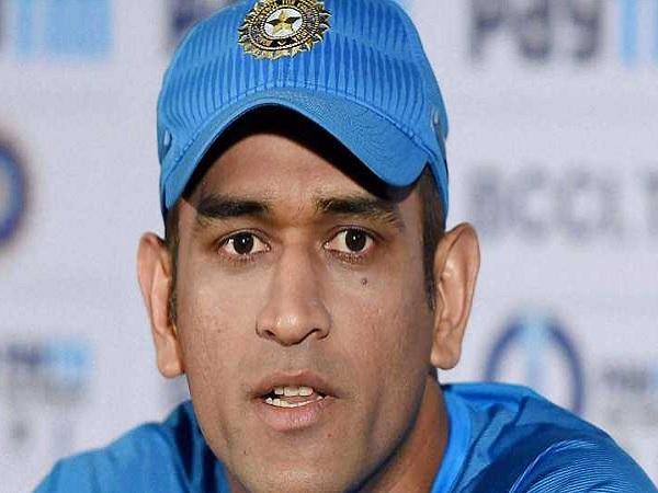 'आतंकवादी' महेंद्र सिंह धोनी-