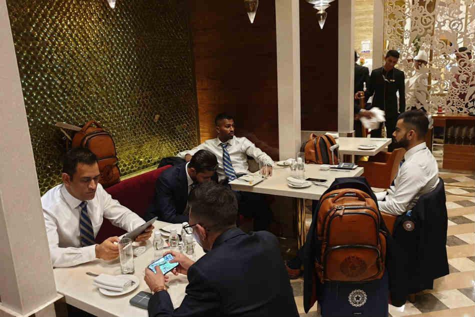 विश्वकप 2019 में शामिल होने के लिए टीम इंडिया इंग्लैंड रवाना