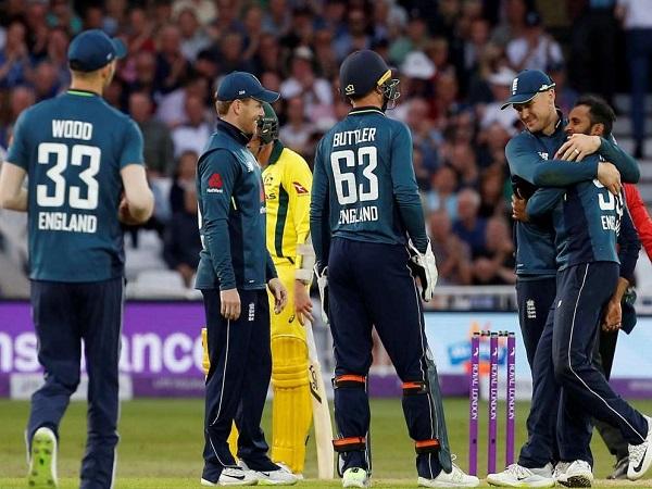 इंग्लैंड के बल्लेबाजों का आतंक- 1