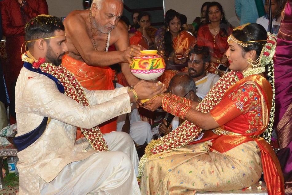 विश्व कप खेलने से पहले शादी के बंधन में बंधा ये भारतीय क्रिकेटर, पत्नी से किया खास वादा