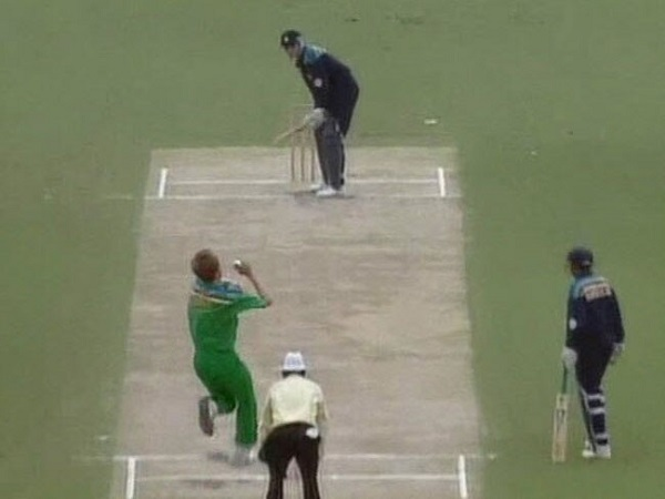मोहम्मद अजहरुद्दीन, 93 बनाम ऑस्ट्रेलिया, लीग मैच, ब्रिस्बेन, 1992