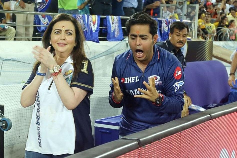 Nita Ambani Prays For Mumbai Indians Victory In Ipl