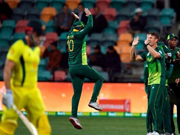 371 रन बना कर भी हार गया आस्ट्रेलिया