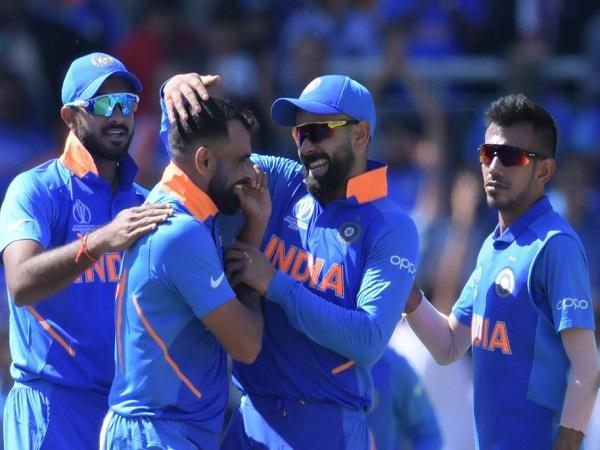 6.2 ओवरों में 16 रन देकर 4 विकेट