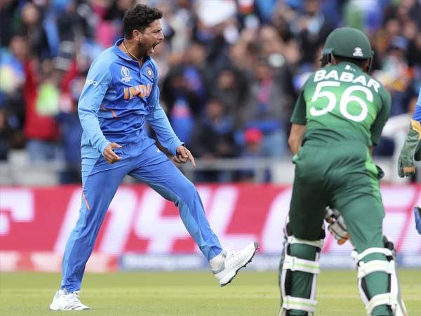 कुलदीप ने ली पाक बल्लेबाजों की 'फिरकी'