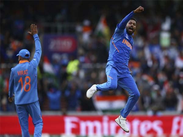 2 गेंद में पांड्या ने पलटा मैच