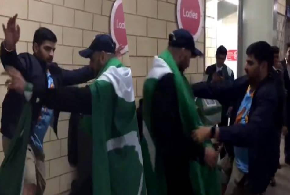 PAKvsNZ: न्यूजीलैंड की जीत पर पाकिस्तानी फैन के साथ भारतीय ने लगाए ठुमके, VIDEO वायरल