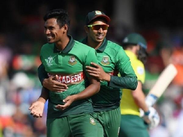 2. डेथ ओवरों में इन 2 गेंदबाजों का कहर