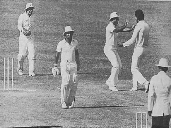 भारत को जीतता देख बेईमानी पर उतरा पाकिस्तान