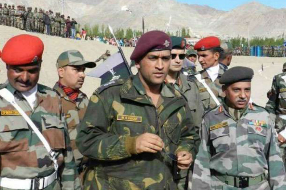 Army Chief approves Dhonis request to train with Parachute regiment for 2 months