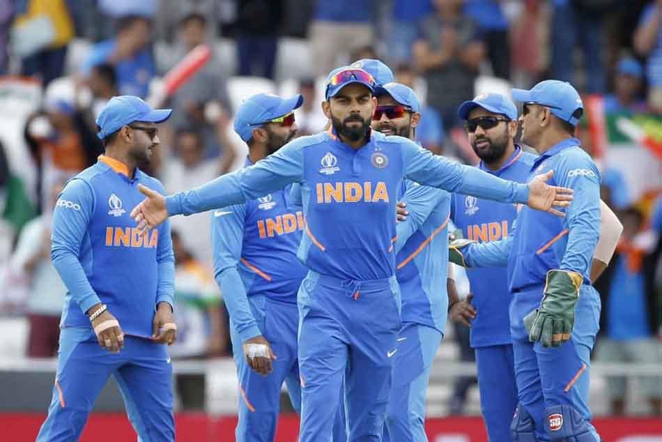 Virat Kohli with team India