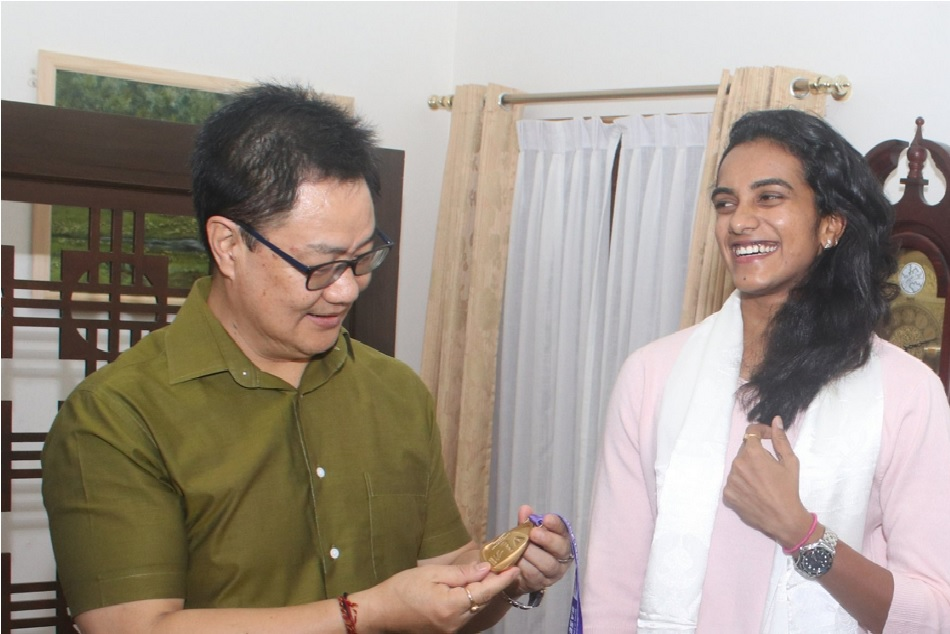 Sports minister Kiren Rijiju rewards PV Sindhu with Rs 10 lakh