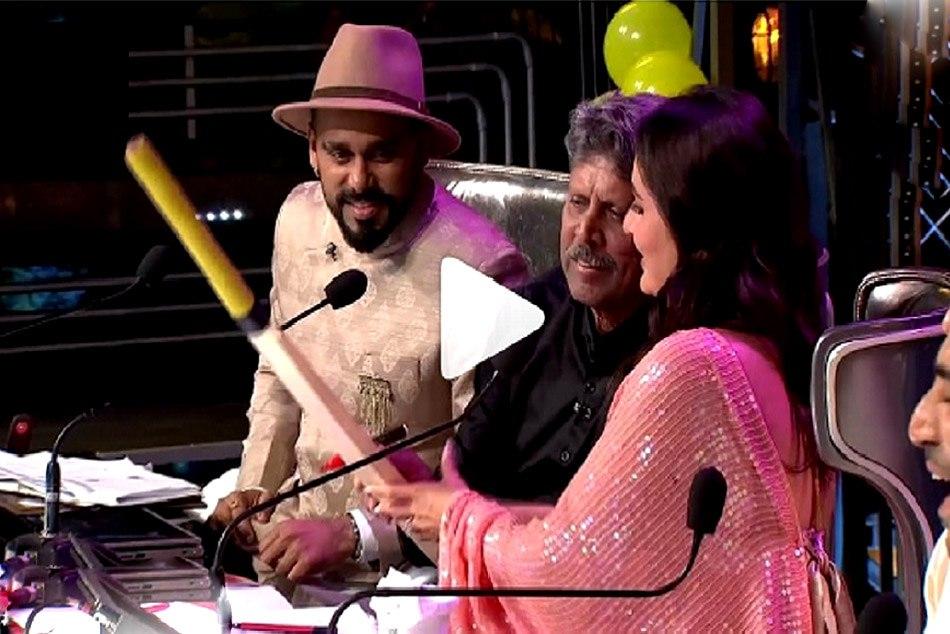 Kapil Dev signs Taimur Ali Khan's cricket bat on Kareena Kapoor's special request, Watch