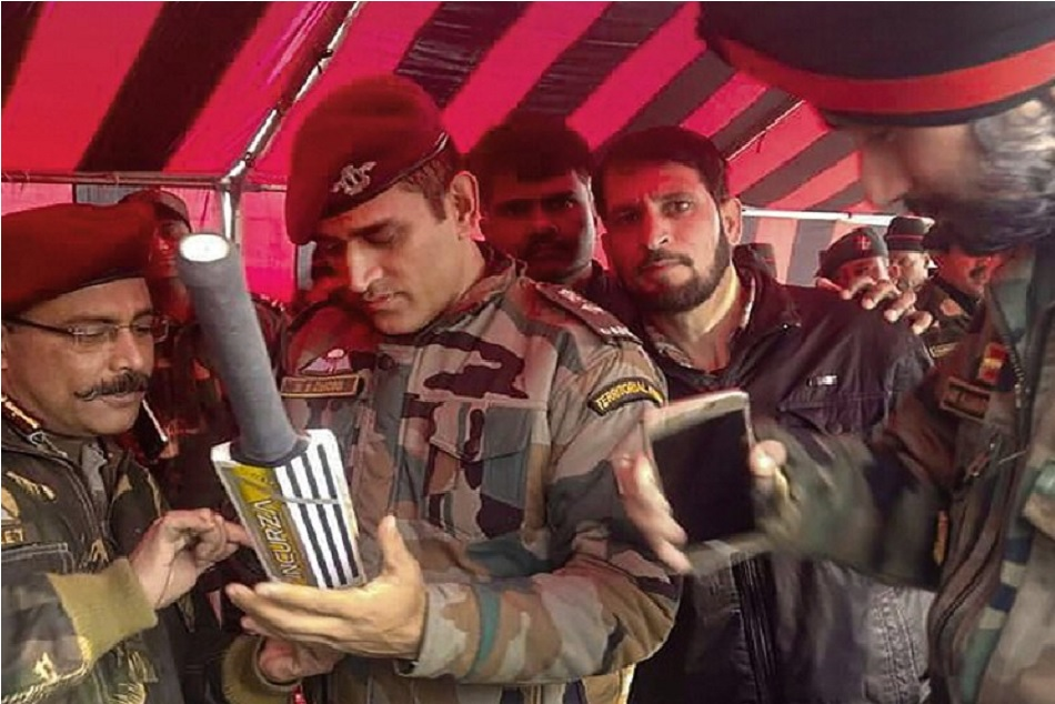 MS Dhoni joined his army troops in South Kashmir, see the picture