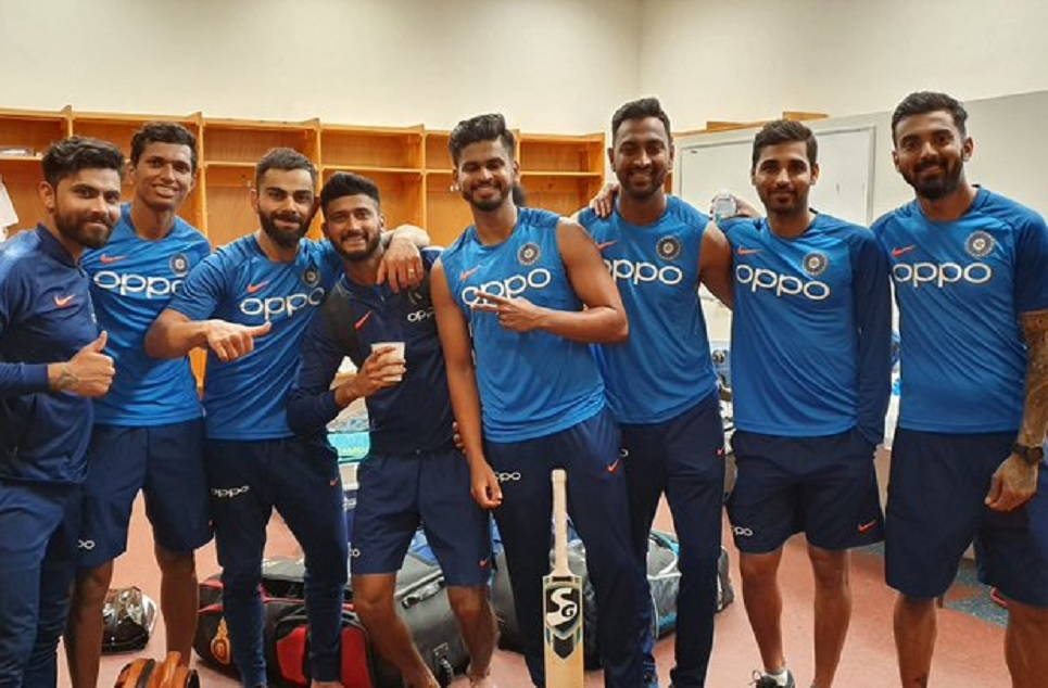 Virat Kohli shares his squad picture, Fans asked why is Rohit Sharma missing in it