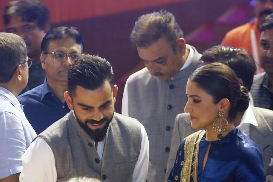 Emotional Anushka Sharma kisses Virat Kohli on hand in DDCA Annual Honours 2019