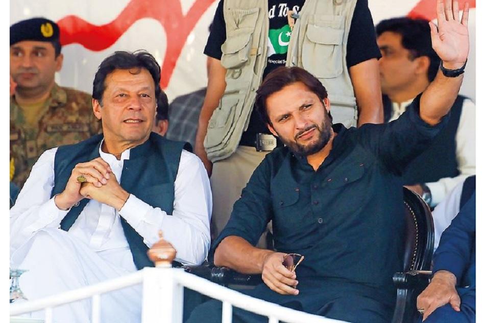 Shahid Afridi made aggressive statement in Imran Khan's Kashmir rally, Watch