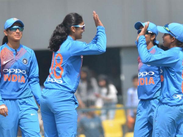 दक्षिण अफ्रीका ने भारतीय गेंदबाजों के सामने टेके घुटने